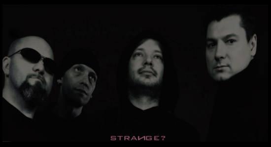 Promo fotografie: Strange?
