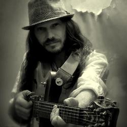 Profilový obrázek Peter Luha - solo guitar
