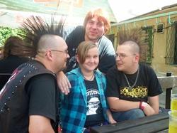 Profilový obrázek rudapunk (táta,syn a dcera v punku)
