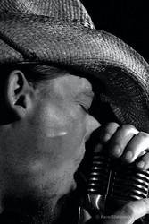 Profilový obrázek www.bandzone.cz/travisoneill-Pipes and Pints Vocal