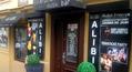 Vstup do baru z ulice Mezibranská.