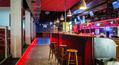 Bar a v ľavo sedenie